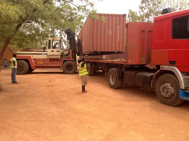 primo giorno - il container viene messo a terra