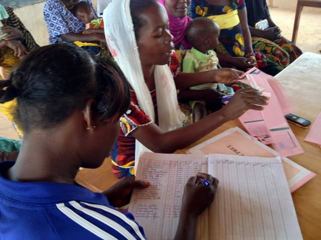microcredito: un altro gruppo di donne al lavoro