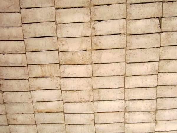 particolare del soffitto delle aule da rifinire