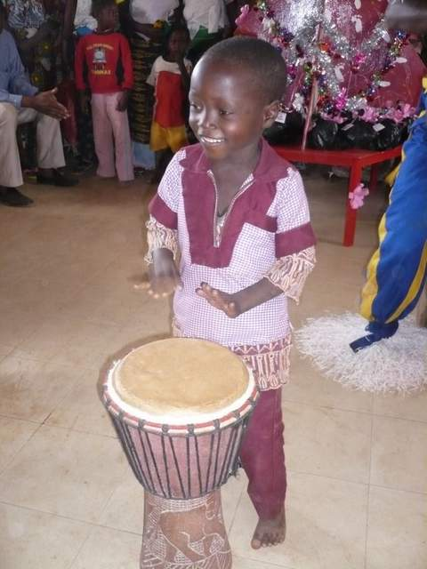 il fascino dei tamburi per i bimbi ...
