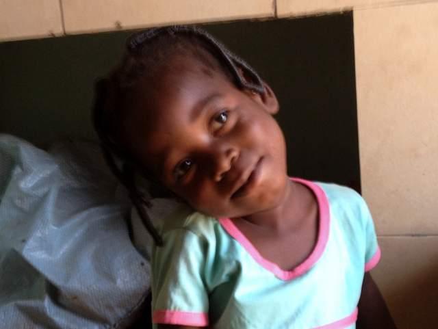 la piccola Rasmatau dopo l'operazione