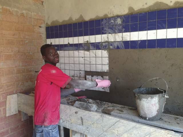 montaggio piastrelle in cucina